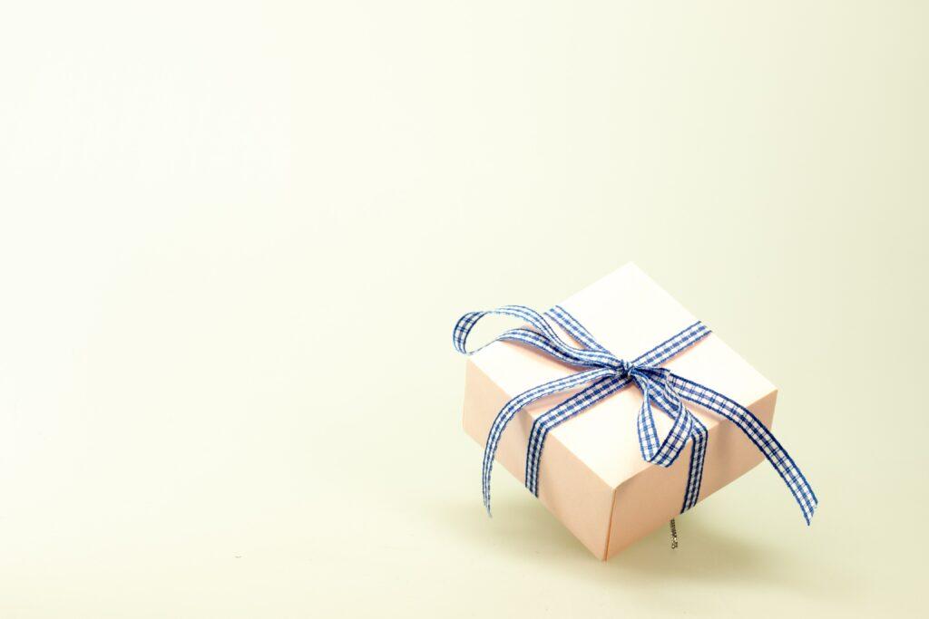 Gift - inpakken - inpakpapier- cadeau geven - inpakken leuker maken